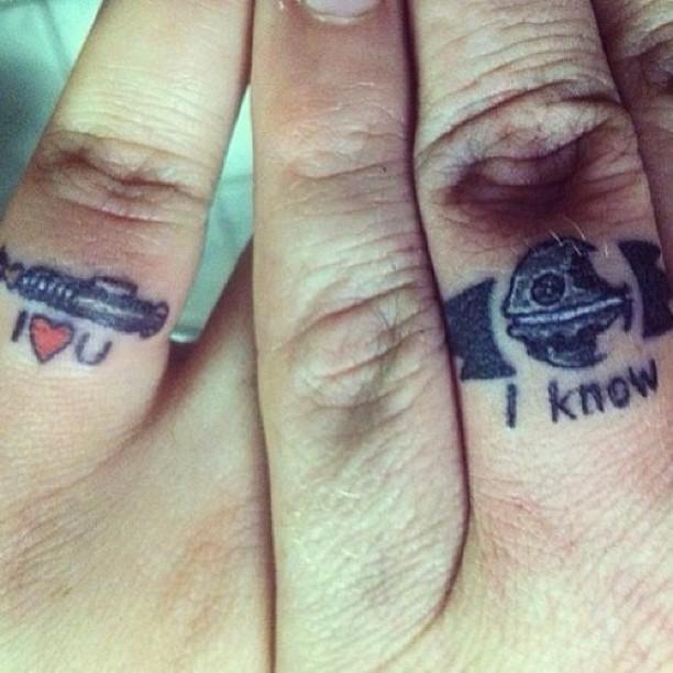 парные тату для влюблённых на пальцах