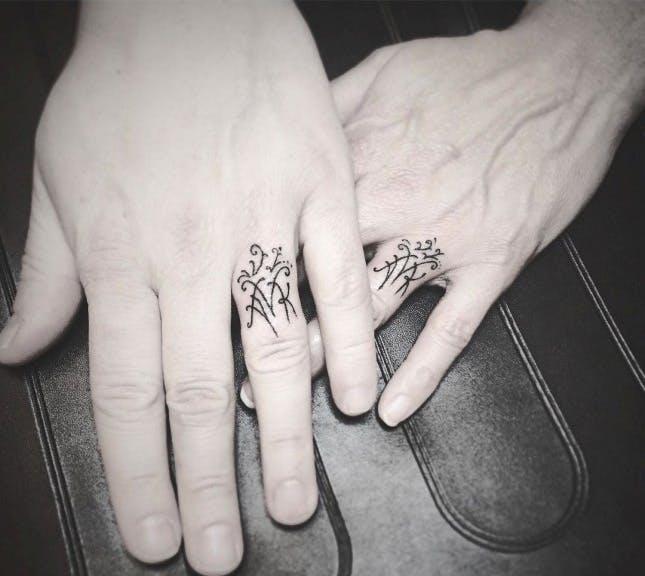 парные татуировки для двоих влюбленных эскизы