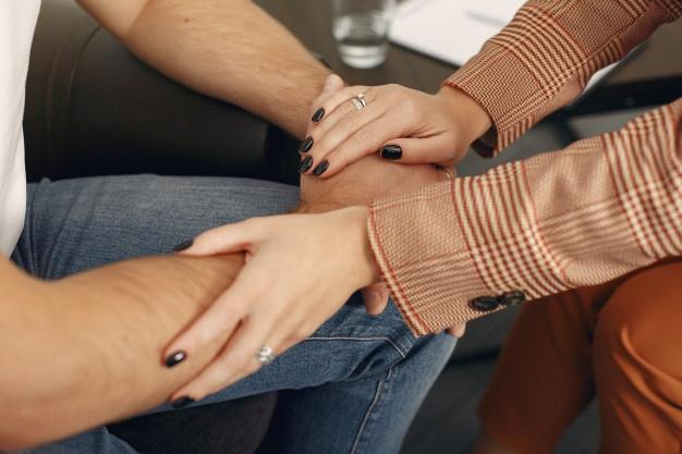 мужские и женские руки