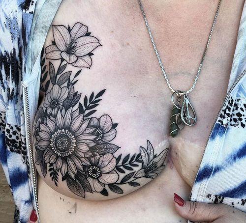 татуировки на груди