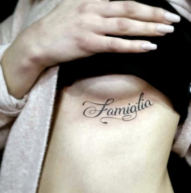 татуировка на красивой груди